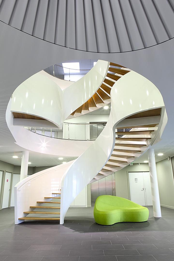 escalier sculptural métal et bois